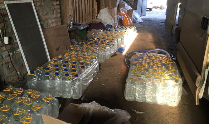 Под Киевом 12 тонн ядовитого алкоголя продавали ввиде элитного виски
