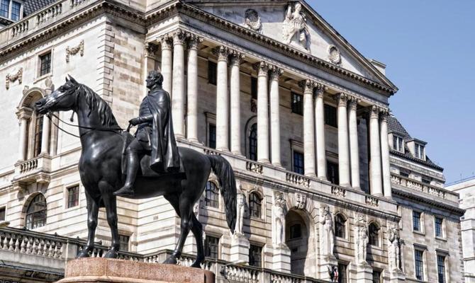 Банк Британии увеличил главную ставку впервый раз за10 лет