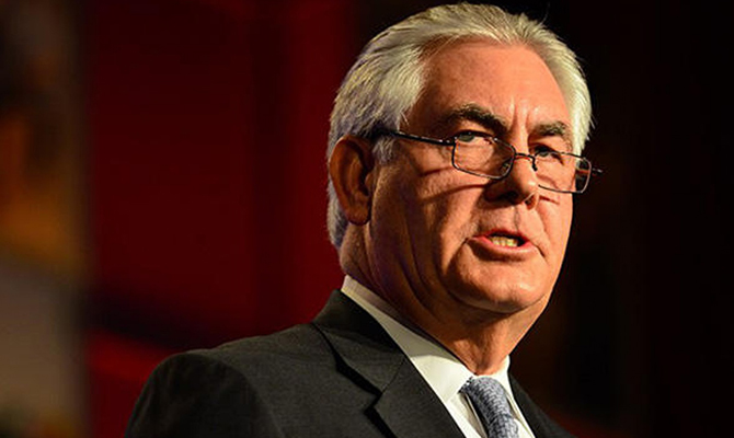 Порошенко обсудил сТиллерсоном санкции ивведение миротворцев вДонбасс