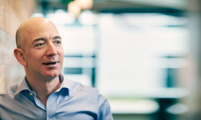 Руководитель компании Amazon реализовал акции на1,1 млрд долларов