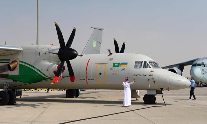 «Антонов» представил два самолета на авиасалоне в Дубае