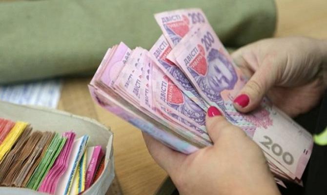 Средняя зарплата в Киеве выросла на 400 грн