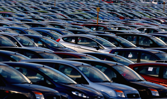С начала года импорт авто в Украину вырос на 92%: лидером поставок стала Германия