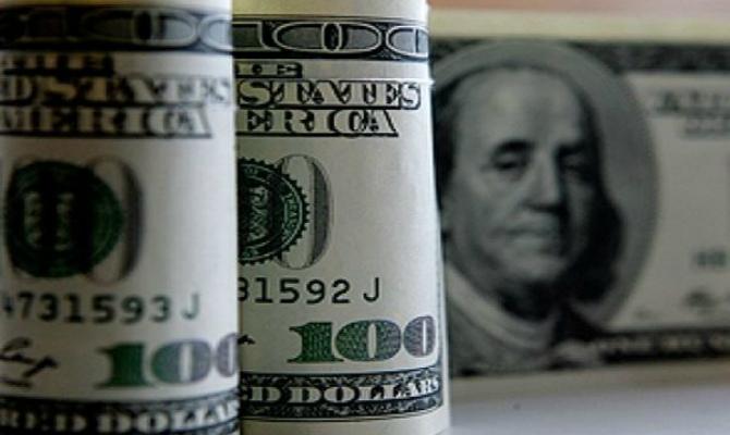 Доллар на черном рынке подорожал в покупке, но подешевел в продаже