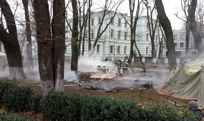 Протест под Радой: вМариинском парке сгорела палатка