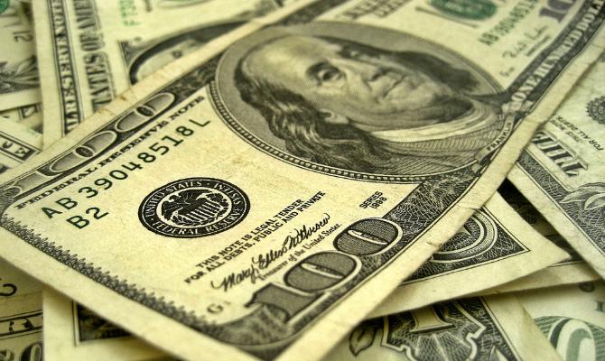 Доллар на черном рынке подешевел в покупке