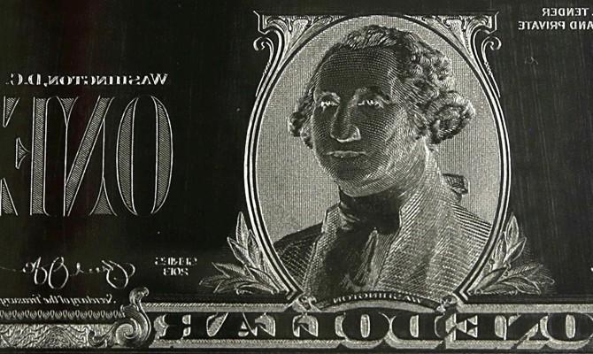 Доллар на черном рынке немного подорожал в продаже