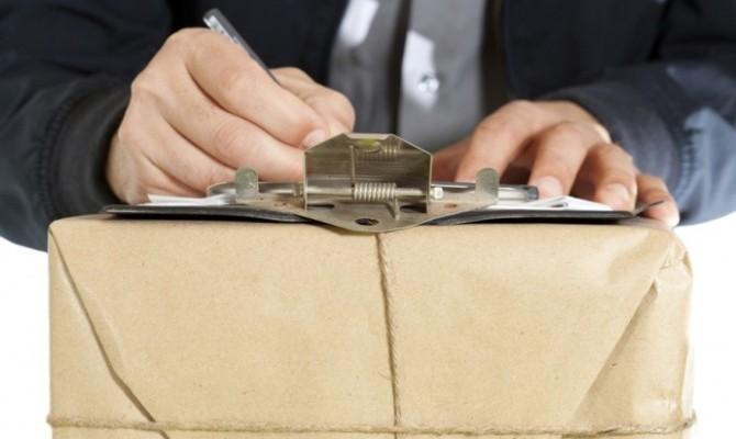 Порошенко просят ветировать закон об ограничении посылок