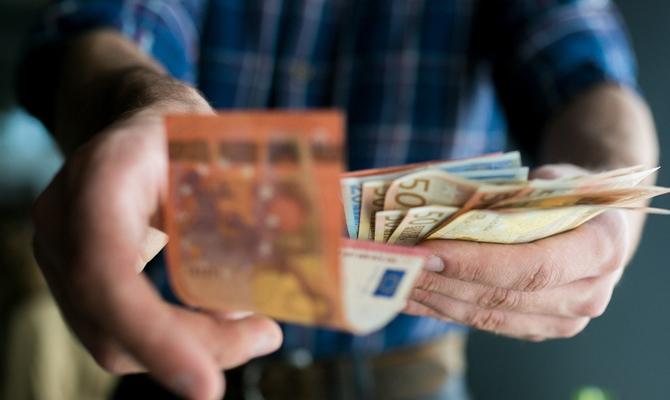Обнародовало зарплаты мэров украинских городов