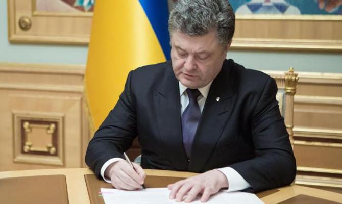Порошенко подписал закон озащите прав детей-сирот