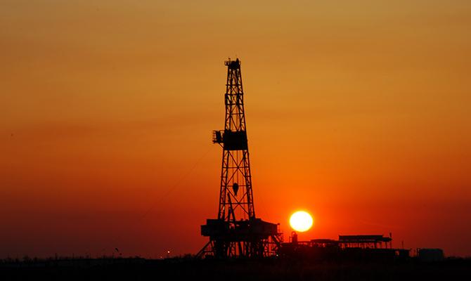 Нефть дешевеет нафоне спонтанного  роста запасов вСША