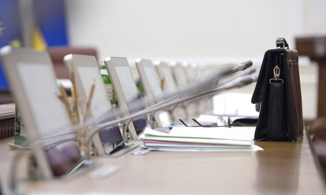 Кабмин увеличил оклады советникам ипресс-секретарям топ-чиновников