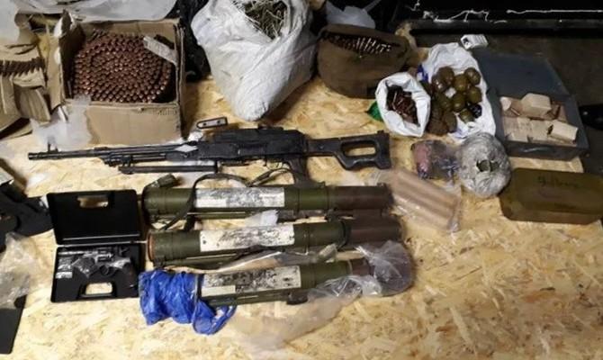 Полиция изъяла крупные арсеналы оружия в Винницкой и Днепропетровской областях