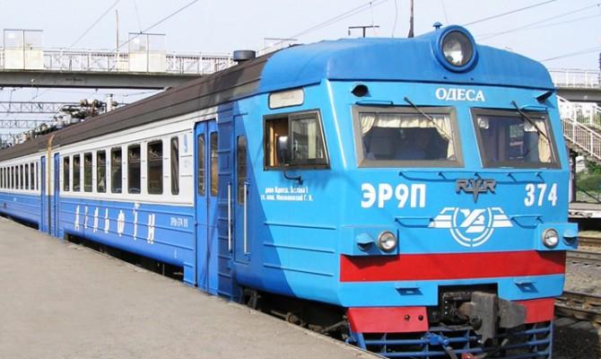 «Укрзализныця» начала торговать книжками впоездах