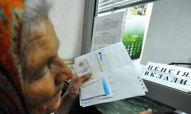 За год пенсии украинцев выросли почти на 36%