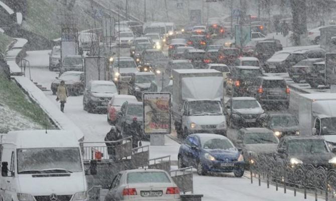 «Киевавтодор» советует непользоваться личными автомобилями вближайшие два дня