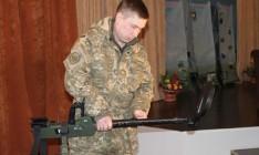 США подарили Украине 20 металлоискателей на 1,5 млн грн