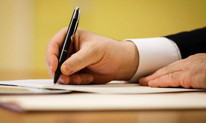Порошенко подписал закон о защите детей от сексуальной эксплуатации