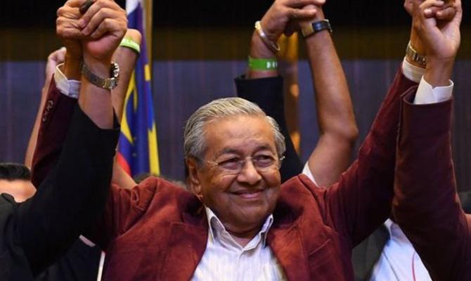 В Малайзии оппозиция впервые за 60 лет победила на выборах в парламент