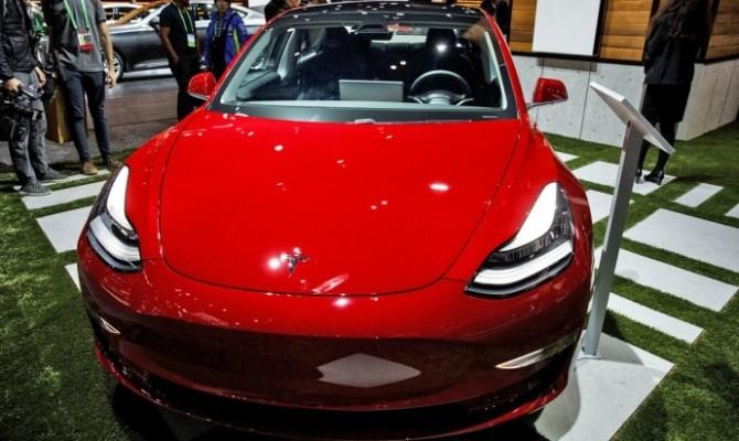 Tesla начала поставки Model 3 за пределы США