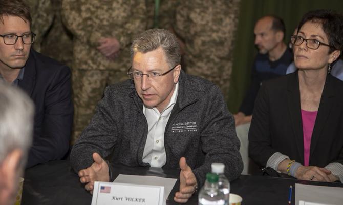 США выступают за миротворцев на Донбассе, − Волкер
