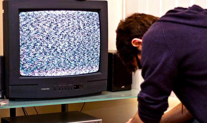 Кабмин продлил действие аналогового телевещания в Украине