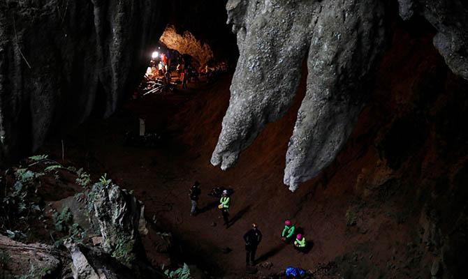 В Таиланде нашли пропавших в пещере школьников