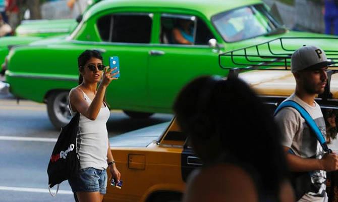 Жителям Кубы разрешат пользоваться мобильным интернетом