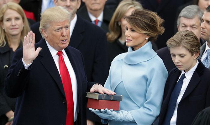 Трамп тайно освободился отмебели супруги