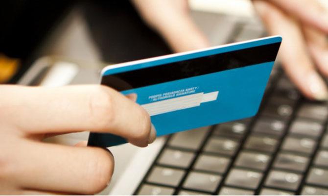 НБУ: Украинцы наруках имеют неменее 60 млн. платежных карточек