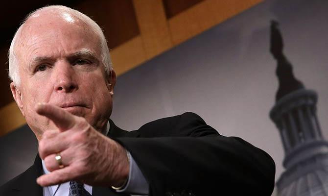 Американский сенатор Маккейн решил закончить  лечение отрака