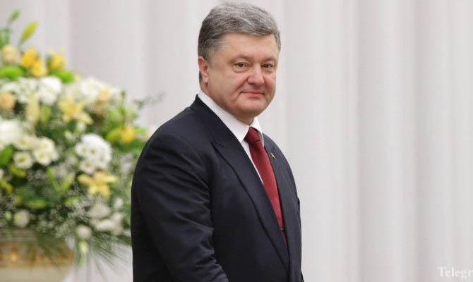 Петр Порошенко предложил переименовать одну изулиц столицы Украины вчесть Маккейна