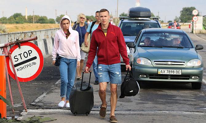 Украина возобновила работу закрытых ранее КПП на границе с Крымом