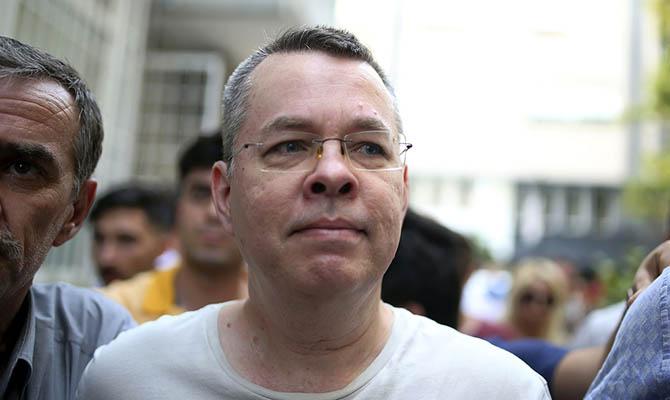 Турецкий суд освободил американского пастора Брансона