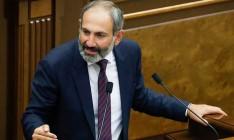 Премьер Армении Пашинян подал в отставку в прямом эфире
