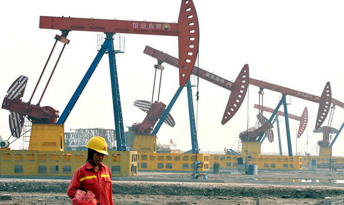 КНР уменьшает закупки нефти уИрана из-за санкций США
