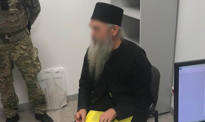 В аэропорту задержан священник с поддельным паспортом