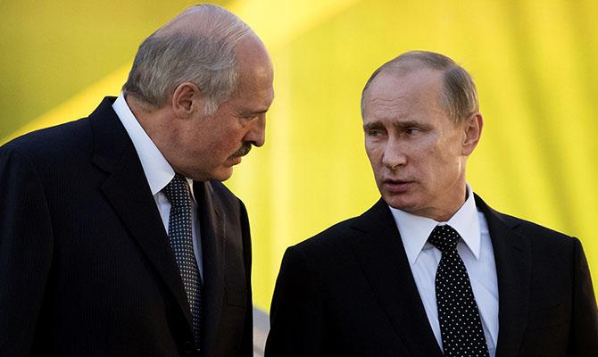 Лукашенко потребованию  В.Путина  подарил ему 4  мешка картошки
