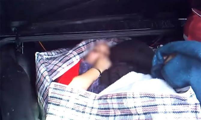 Мужчина пытался вывезти из Беларуссии в Украинское государство девушку, спрятав еевсумке