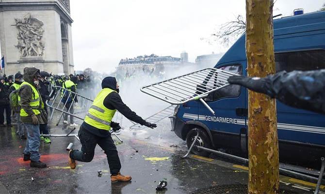 Во Франции готовятся к очередной волне протестов «желтых жилетов»