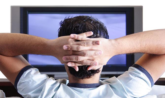 """Ученые объяснили, почему опасно """"сидеть у телевизора"""""""