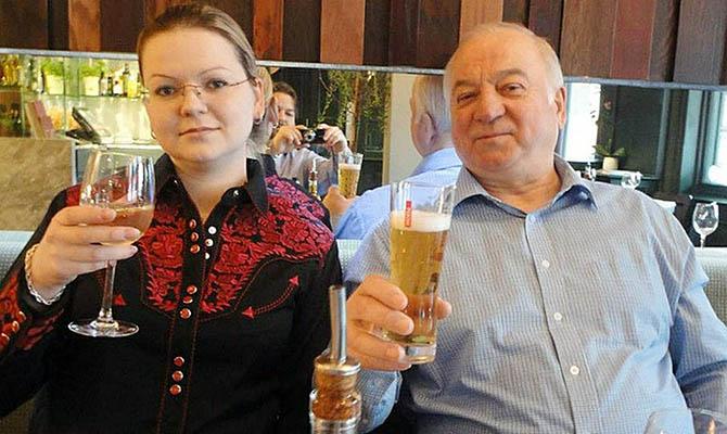 Тереза Мэй посетила Солсбери, где были отравлены Сергей иЮлия Скрипаль