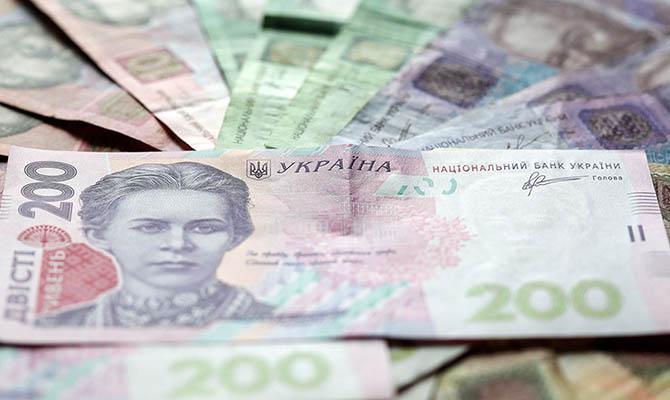 За месяц гривня укрепилась по отношению к доллару на 3,2%