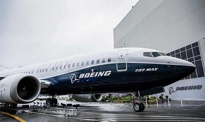 Boeing заморозил поставки 737 MAX, но производство продолжается