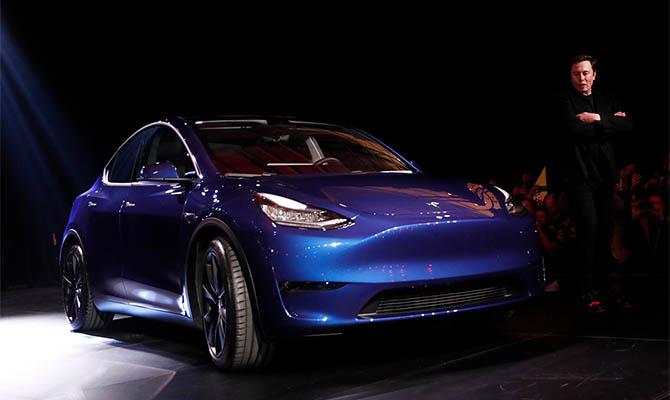 Tesla представила спортивный кроссовер Model Y