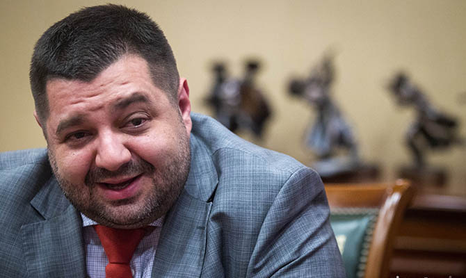 Один из одиозных нардепов БПП договаривается с Коломойским, – журналист