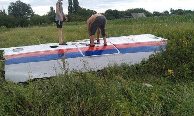 Расследователи официально назвали имена подозреваемых по делу о гибели MH17