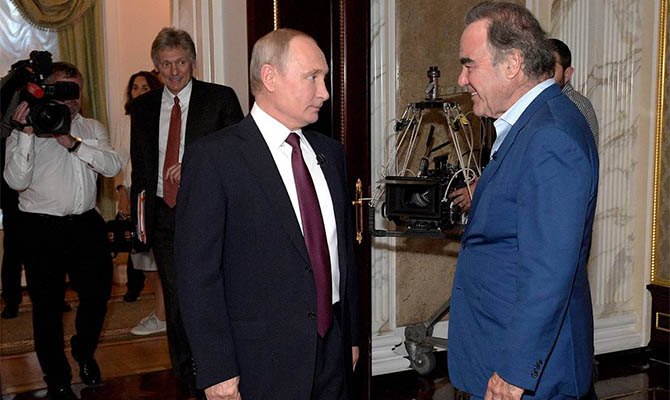 Оливер Стоун попросил Путина стать крестным его дочери