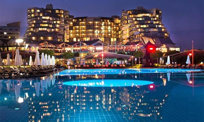 В турецком отеле Limak Lara De Luxe отравились 260 человек, среди них полсотни украинцев, есть жертвы, - СМИ