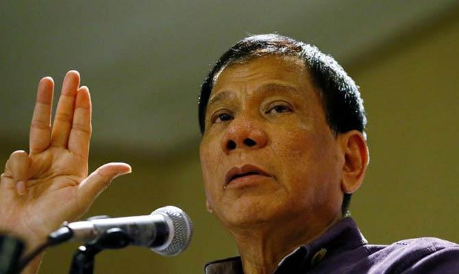 Президент Филиппин предложил гражданам стрелять в чиновников, требующих взятки